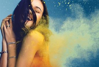 夏利豪CHARRIOL 年輕活潑的色彩風暴絢麗全港